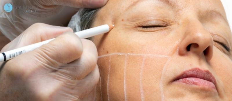Should you put eyeliner on bottom lid?